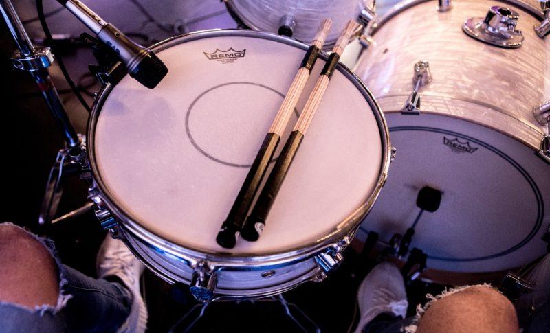 ドラムビートの叩き方!最短2週間で叩ける基本ビート5種類【楽譜付き】