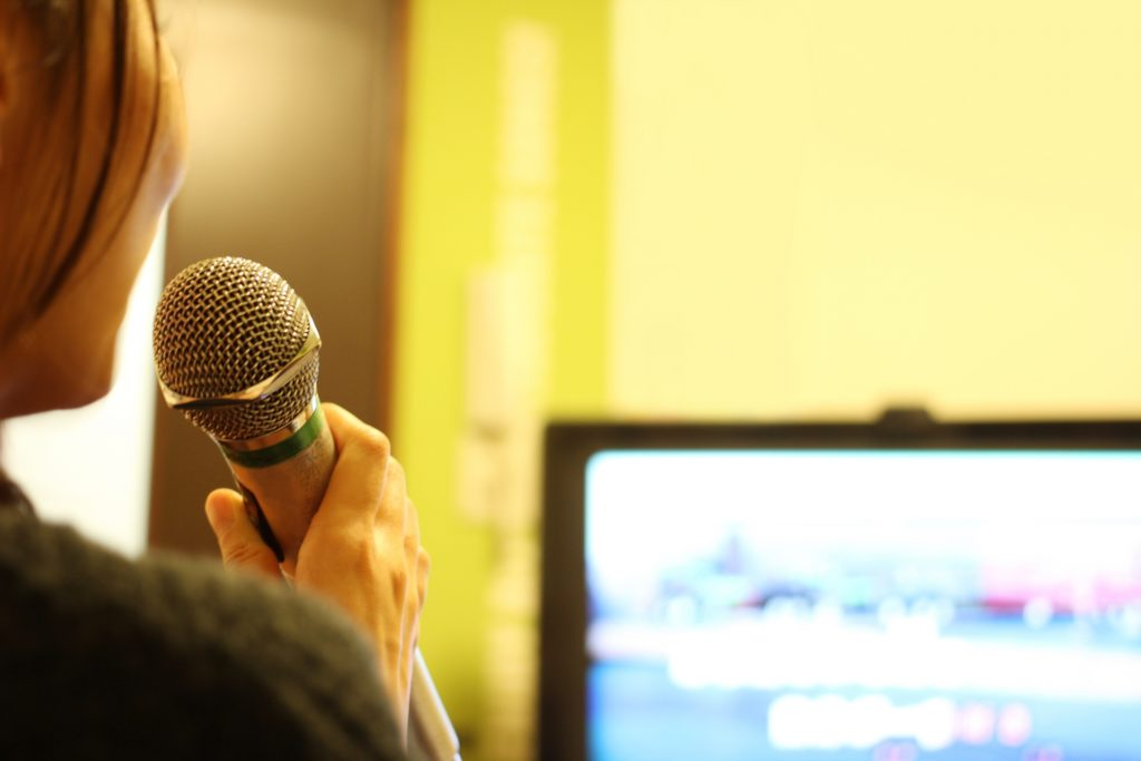ウィスパー ボイス 歌手