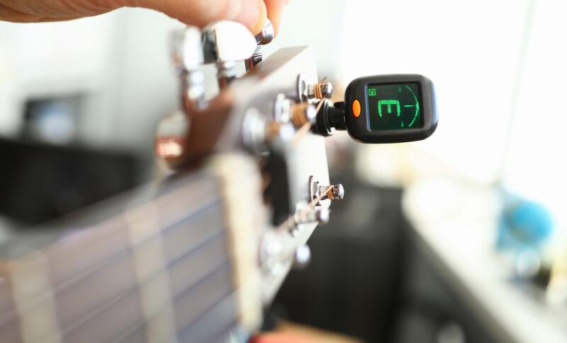 ギターチューニングのやり方!チューナーなしでも開放弦の音を合わせられる!