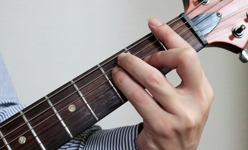 ギターFコードを完全攻略!簡単な押さえ方のコツ&指が短くても弾ける方法